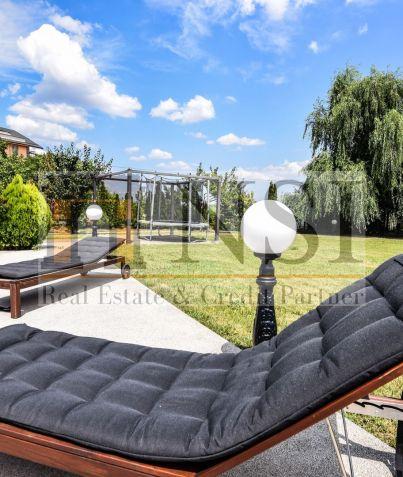 Million Listing * Cosmopolis Villa * private pool * lake view